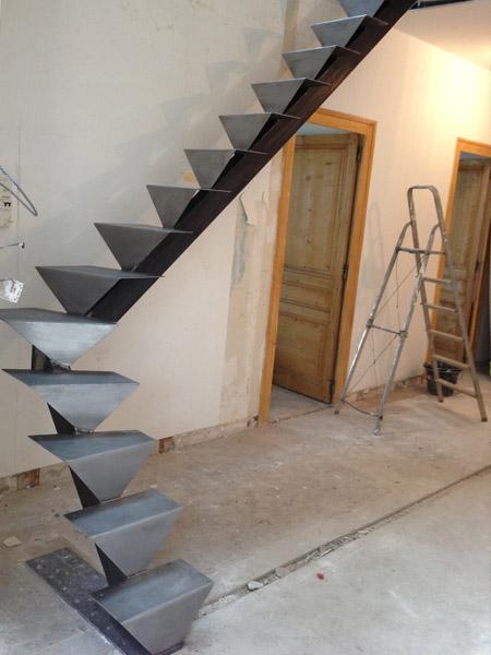 R alisation escaliers sur mesure sur l 39 ouest lyonnais - Limon 7 marches en bois ...