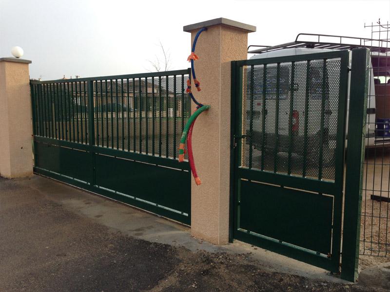 R alisation de portails sur l 39 ouest lyonnais for Portail coulissant avec portillon